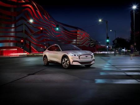 El Ford Mustang Mach-E es un SUV con genes de muscle car que promete más de 300 hp