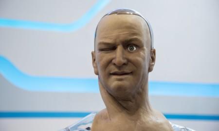 Han es un robot asombrosamente parecido a un humano y que puede hasta imitarnos