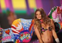 Las modas cambian y los cuerpos se adelgazan en los desfiles de Victoria's Secret