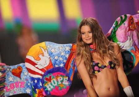 4973be51d Las modas cambian y los cuerpos se adelgazan en los desfiles de Victoria s  Secret