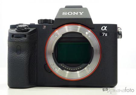 Sony aún no contempla lanzar una cámara de formato medio, y Olympus pasa de las Full Frame