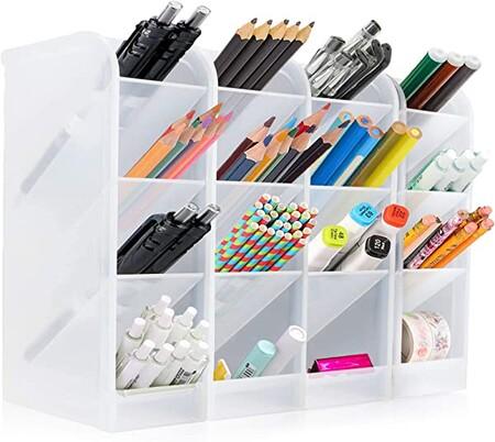 Questi organizzatori verticali ti aiuteranno a risparmiare spazio sulla scrivania quando lavori o studi da casa