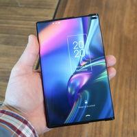TCL muestra las posibilidades de los plegables con dos nuevos conceptos: una tablet con doble bisagra y un móvil con pantalla extensible