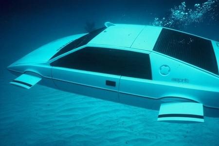"""Elon Musk compra el """"submarino"""" Lotus de James Bond"""