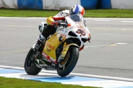 Semana intensa de entrenamientos en el circuito de Jerez con Sylvain Guintoli sobre la Aprilia oficial