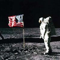 La historia de cómo las cintas originales del Apollo 11 se vendieron en 217 dólares y ahora están por subastarse en millones