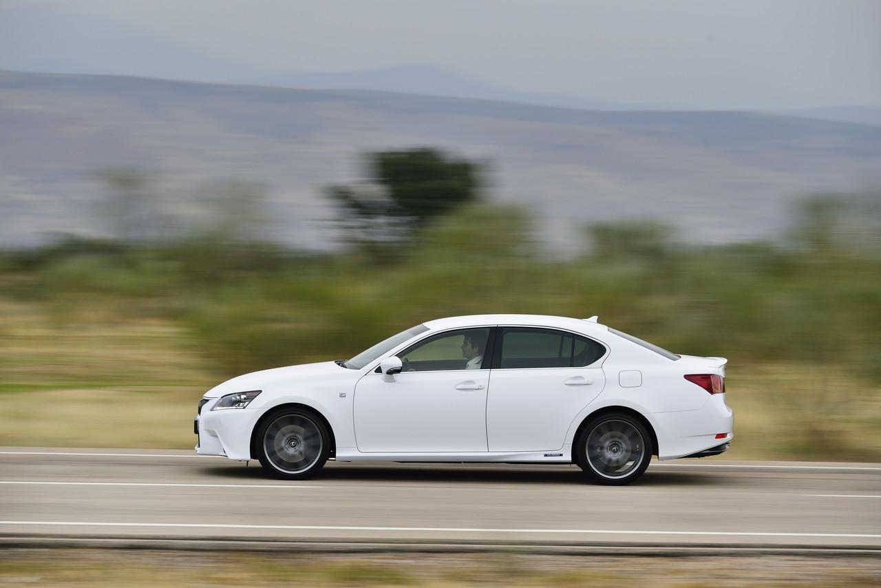 Foto de Lexus GS 300h (67/153)