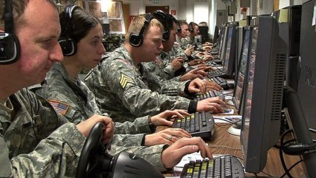 El Pentágono plantea responder con fuego real a los ataques en Internet