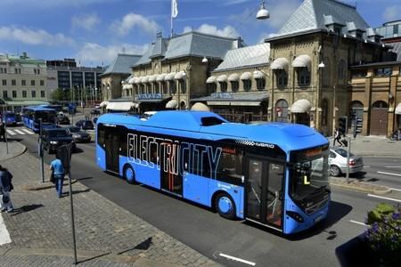 Autobuses eléctricos, diésel y a hidrógeno que no son tan limpios dependiendo de dónde recarguen (o reposten)