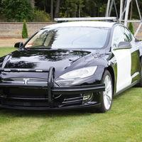 La falta de batería en un Tesla de la Policía permite a un sospechoso escapar durante una persecución a alta velocidad