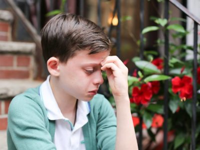 """La impactante foto de un niño: """"Soy homosexual y tengo miedo de mi futuro y de no gustar a la gente"""""""