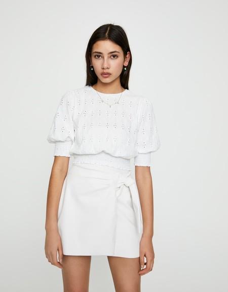 Camiseta bordado suizo gomas