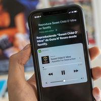 Siri y Spotify empiezan a entenderse: cómo puedes pedirle al asistente de iOS que ponga música en el móvil