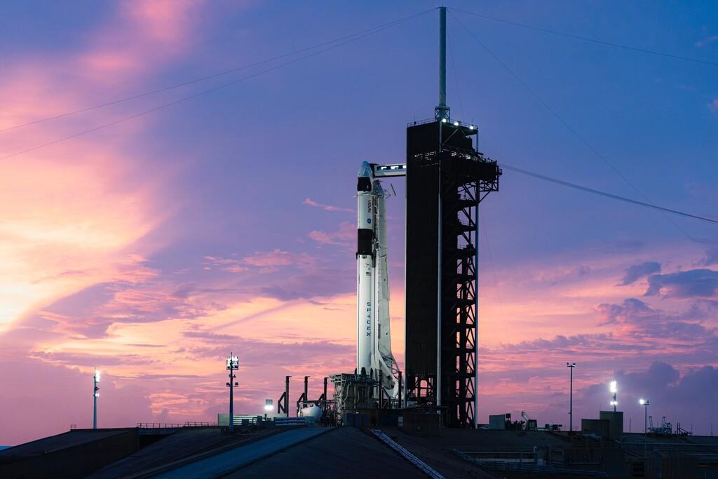 SpaceX lanza con éxito su primera misión tripulada regular con la Crew Dragon: esto es lo que lleva a bordo además de astronautas