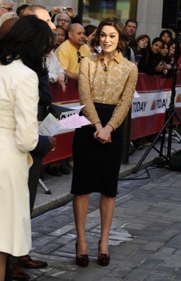 Keira Knightley blusa falda