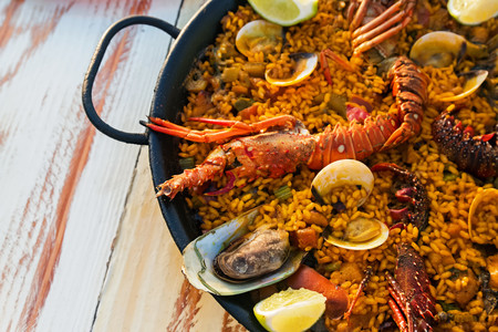 Paella, esgarraet, all i pebre... la cerveza que acompaña a la gastronomía valenciana