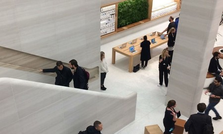 Apple Store Regent Street 5