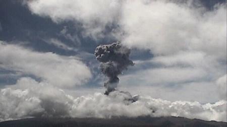 Fragmentos incandescentes, ceniza y tres explosiones: lo que sabemos de la actividad del Popócatepetl en las últimas horas