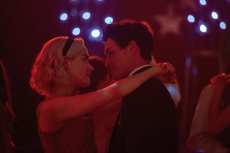 El nuevo (y oscuro) tráiler de la segunda temporada de Sabrina nos ha dejado el corazón dividido entre el bien y el mal