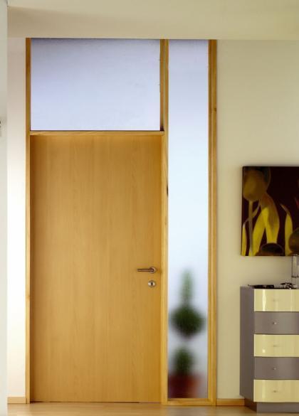 Nuevas ideas para transformar con adhesivos poyetes de - Vinilos para puertas de madera ...