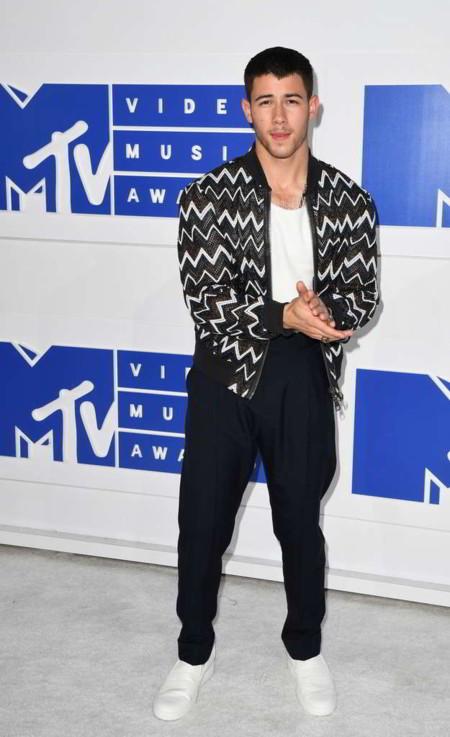 Nick Jonas y un toque artsy