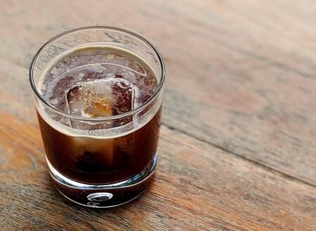 Café tónico: bebida refrescante sin alcohol ideal para una tarde de calor