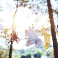 Siete trucos para cuidar la ropa si tenemos un bebé recién nacido