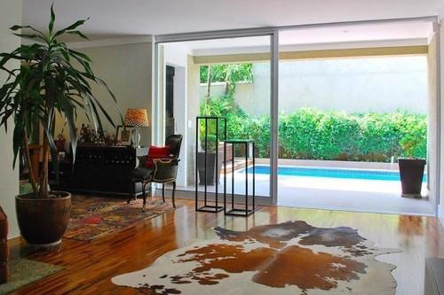 Una luminosa casa en Sao Paulo con muchas oportunidades decorativas y atmósferas logradas a distintos niveles