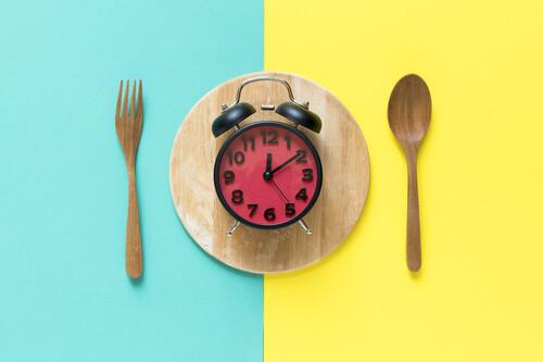 Ayuno intermitente para perder peso: sus beneficios en tu organismo y cómo comenzar a hacerlo de forma segura