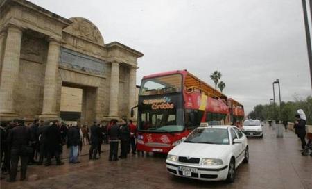 Disfruta mañana gratis del nuevo bus turístico de Córdoba