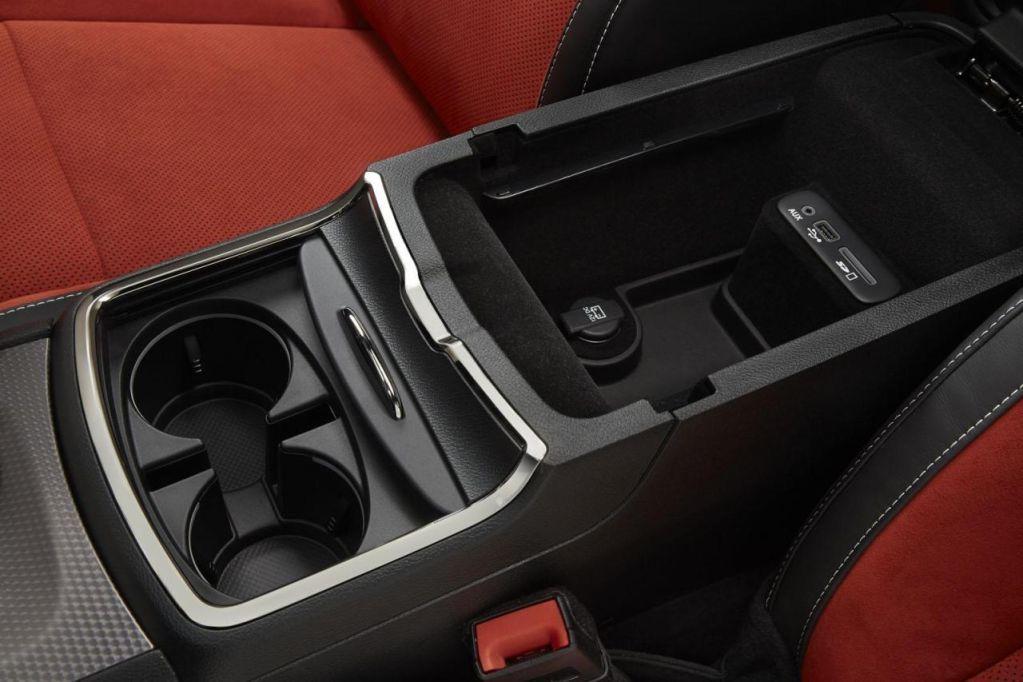 16 fotos más de Dodge Charger SRT Hellcat
