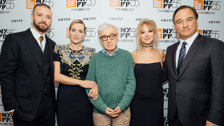 Woody Allen con el reparto de Wonder Wheel