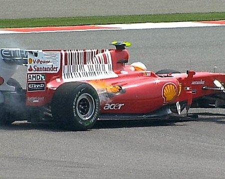 GP de China 2010: Segunda rotura de motor en Ferrari y el espectacular accidente de Sebastien Buemi en imágenes