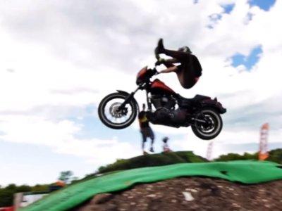 Lee Stuart te enseña las típicas cosas que no harías con una Harley-Davidson