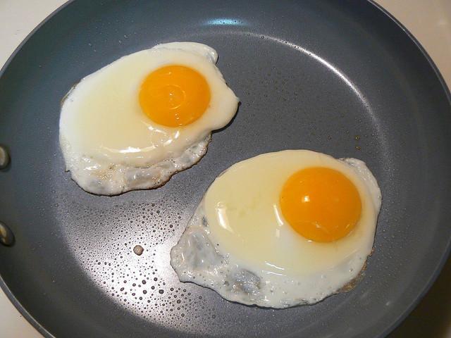 como cocinar un huevo sin aceite