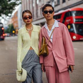 Nueve looks de entretiempo para lucir durante estas semanas que enamoran en las calles de Londres