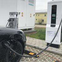 La nueva electrolinera de Porsche es tan rápida como sus coches: 100 km de autonomía en tres minutos