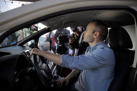 Andrés Iniesta es el nuevo embajador de la movilidad cero emisiones de Nissan