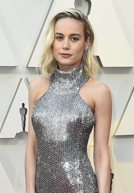 Premios Oscar 2019: Brie Larson deslumbra con un look muy metálico