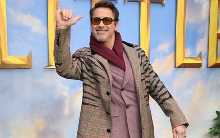 Robert Downey Jr. le da un giro al print de cebra con su look para la premiere de 'Dolittle'