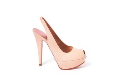 Zapatos de novia: ¿atrevida o tradicional?
