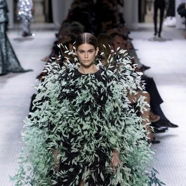 Plumas y más plumas: así de maravilloso ha sido el desfile de Givenchy