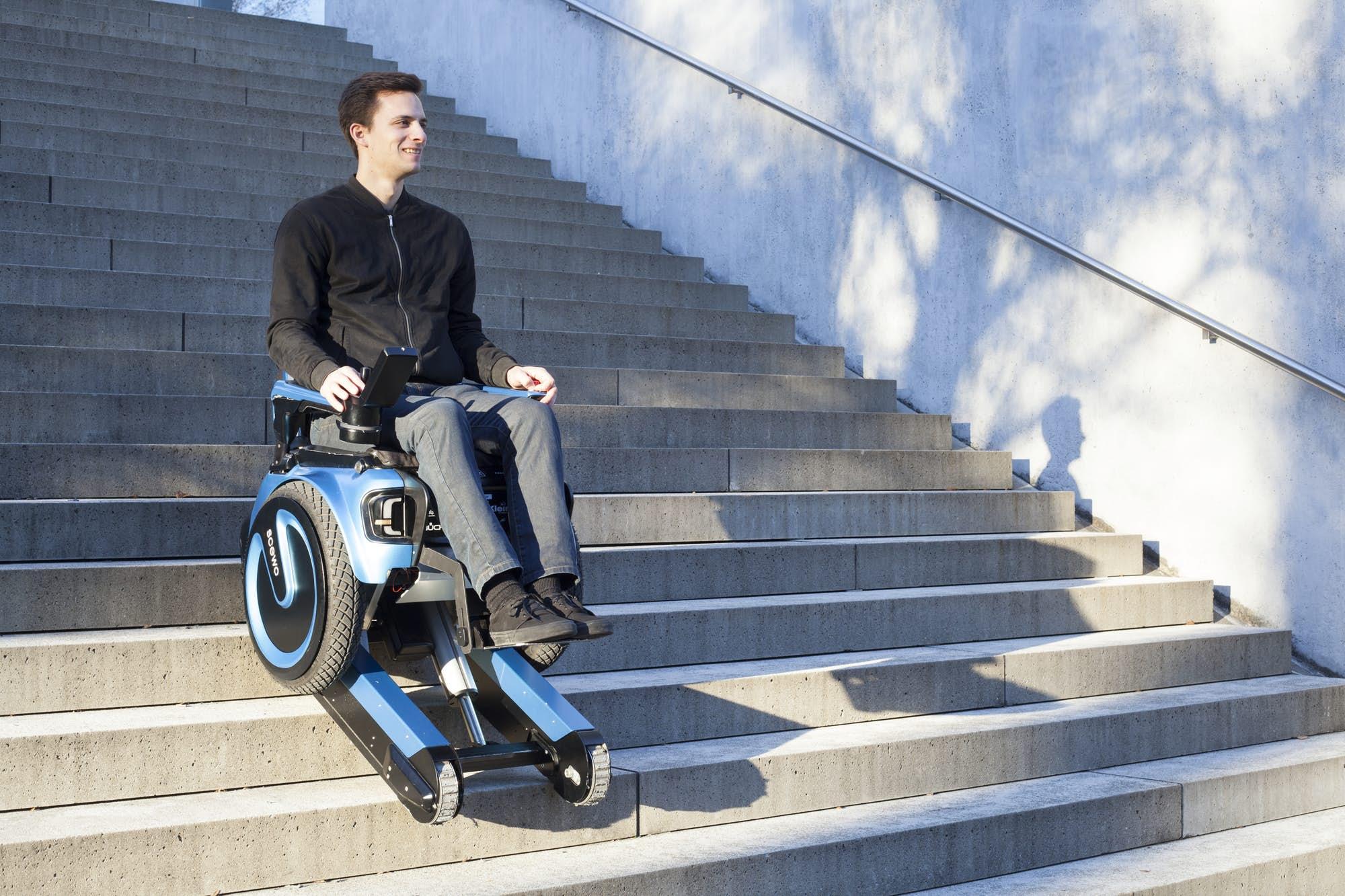 La silla de ruedas del siglo xxi se mueve como un segway y for Silla que se mueve