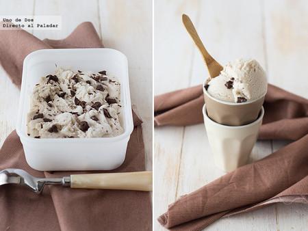 Helado de plátano con trocitos de chocolate, receta fácil y rápida (con y sin heladora)