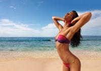 Un baño de color para el verano: bikinis y bañadores que suben la temperatura