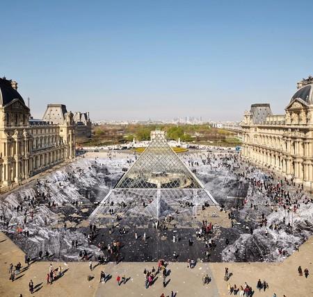Jr, el artista que convirtió la pirámide del Louvre en una ilusión óptica y efímera