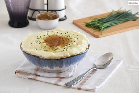 Puré de patatas con cebolla caramelizada y queso de cabra: receta para subir de nivel la guarnición que nunca falla