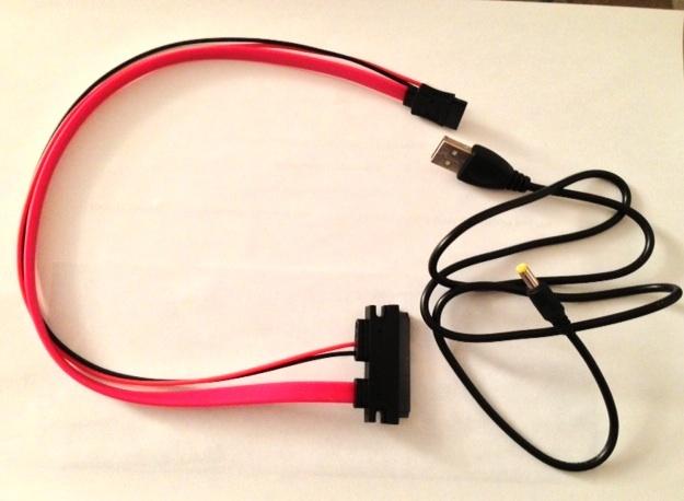 Cables que he recibido con la Cubieboard, un cable SATA y un cable de alimentación a un puerto USB
