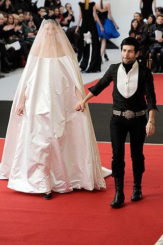 Los looks de los diseñadores en la Semana de la Alta Costura de París 2010