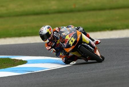 MotoGP Australia 2012: Sandro Cortese sigue machacando en una bonita carrera de Moto3
